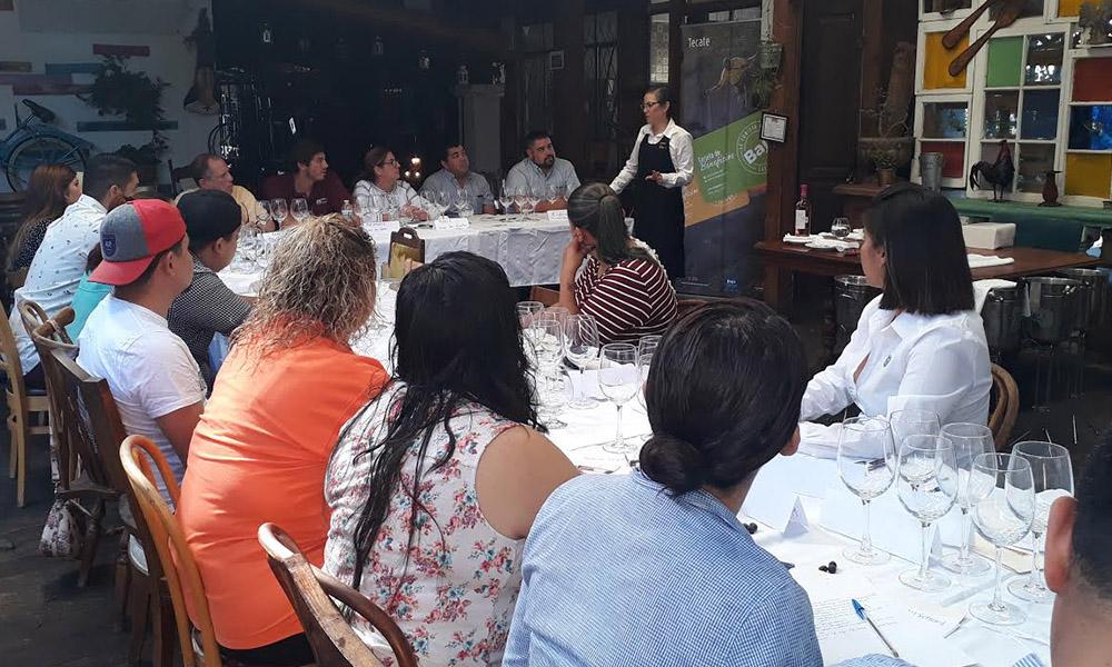 Imparten curso sobre degustación de vinos de mesa en Tecate