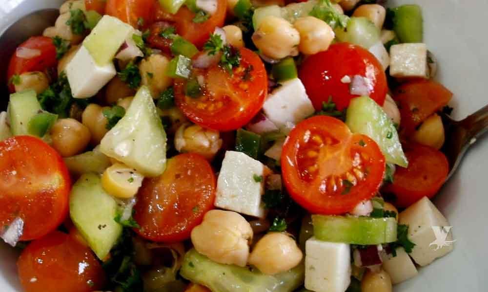Frutas y verduras que consumes diariamente y no te permiten bajar de peso