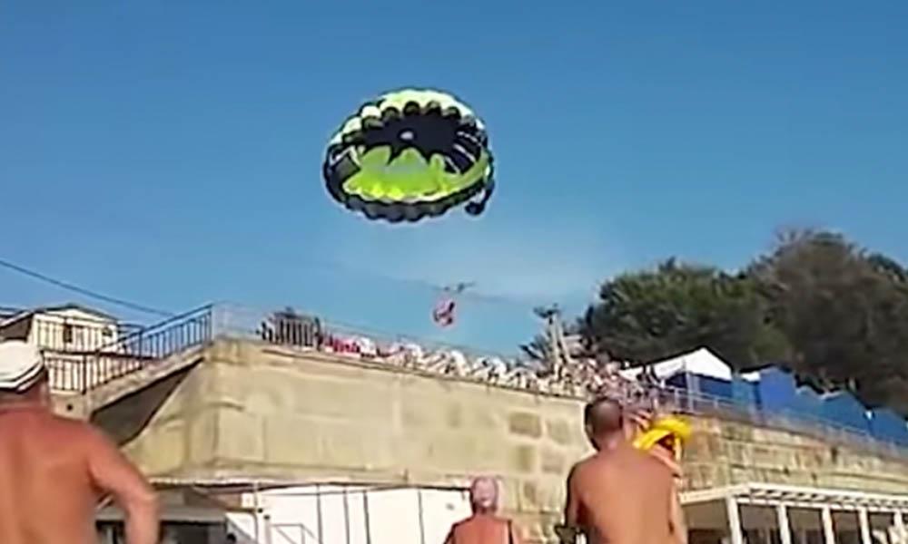 (VIDEO) Pareja recibe descarga eléctrica mientras viajaban en parapente