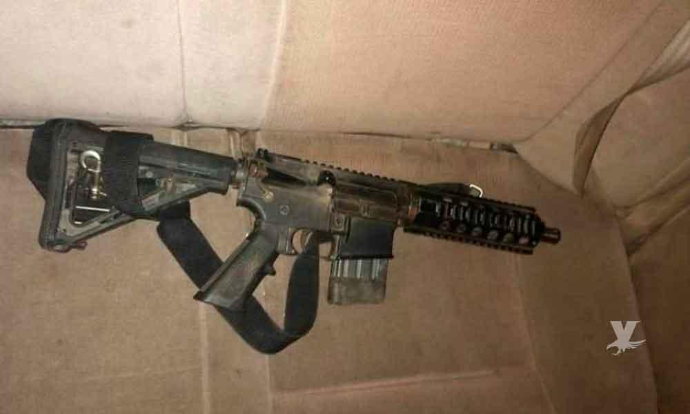 Policía Municipal de Tijuana captura a dos sujetos con fusil de asalto .223