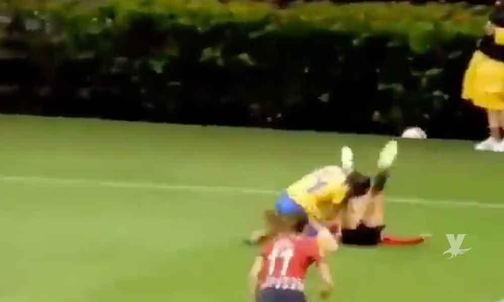 (VIDEO) Jugadoras de Chivas y Tigres son expulsadas después de pelearse a golpes en la Liga Mx Femenil