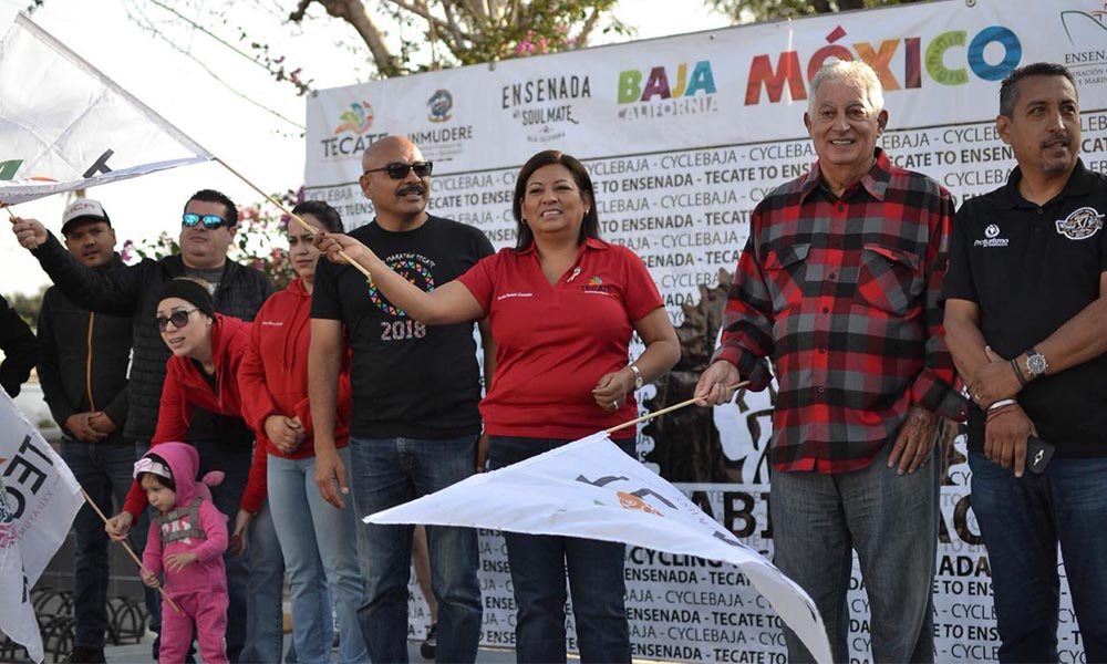 "Alcaldesa Nereida Fuentes da banderazo de salida al recorrido ciclista ""Baja Bike Race"" en Tecate"