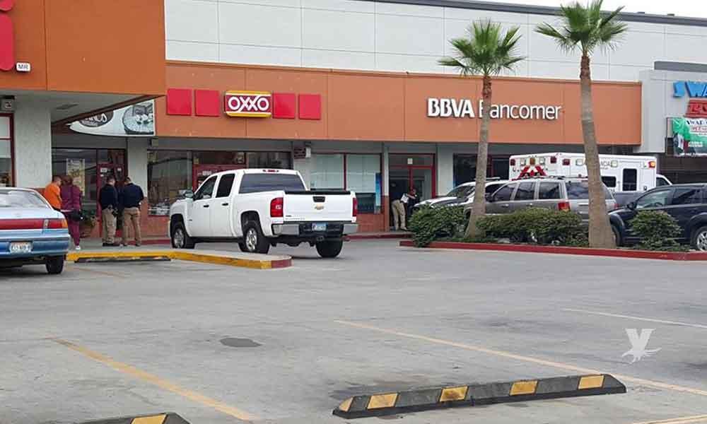 Sujetos asaltan Bancomer Plaza Los Encinos en Tecate