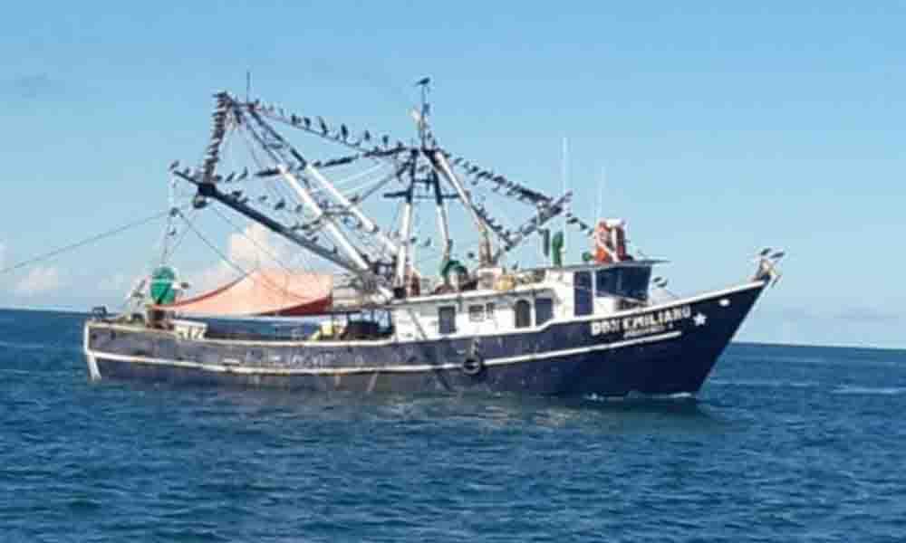 Aseguran barco camaronero por pesca en el área de refugio para la Vaquita Marina en San Felipe