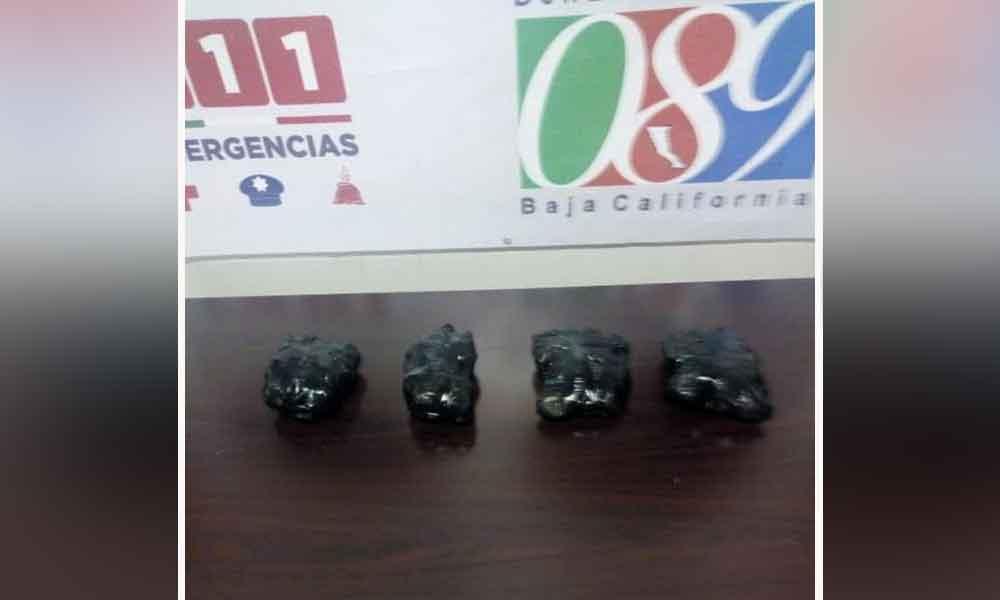 Aseguran a dos sujetos con 2 kilos de metanfetamina en Tecate