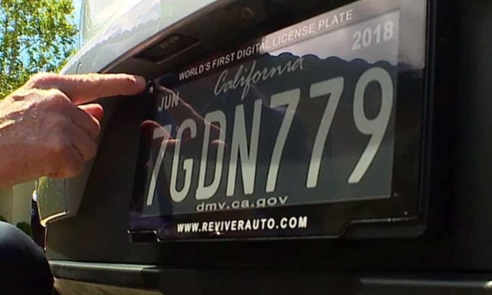 California, primera ciudad en usar matrículas automovilísticas digitales