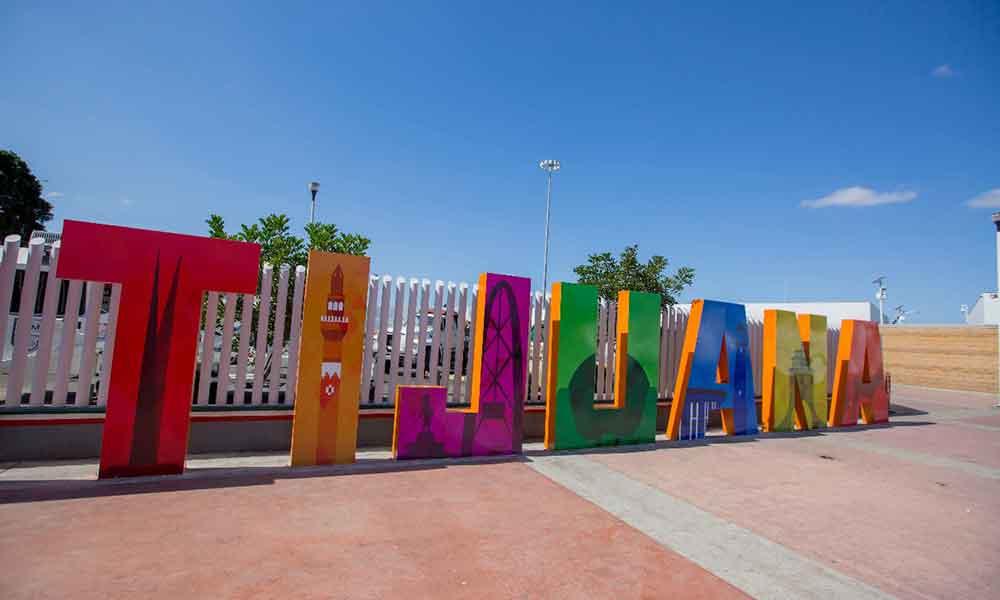 Colocan letras monumentales en la entrada peatonal San Diego-Tijuana