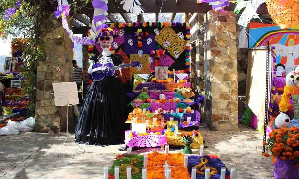 """Convocan a centros escolares para el 18vo """"Concurso de Altar de Muertos"""" en Tecate"""