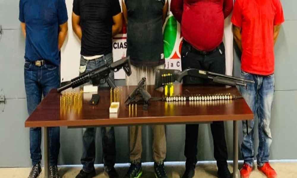 Detienen a cinco individuos en posesión de droga y armas en Tijuana