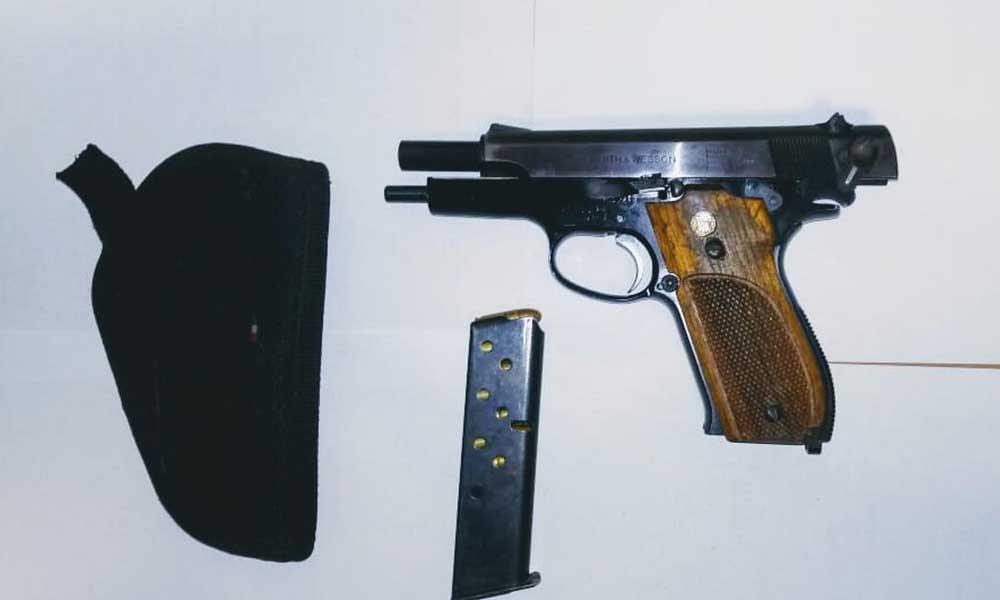 Detienen a dos sujetos en posesión de arma de fuego en Villa del Campo