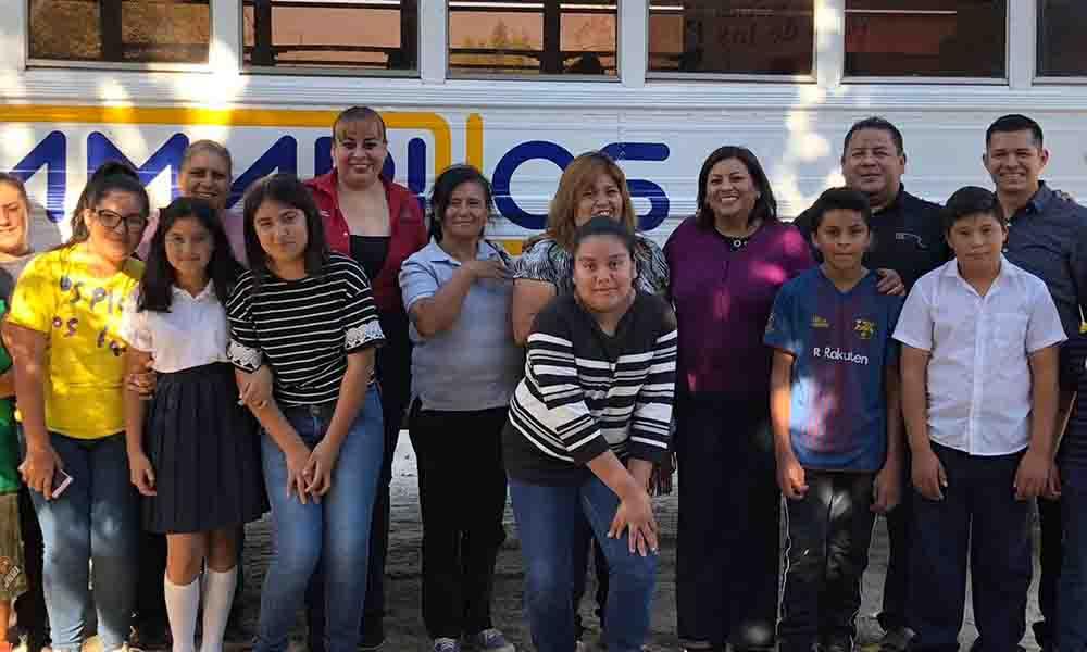 Entregan unidad de transporte estudiantil en Valle de las Palmas de Tecate