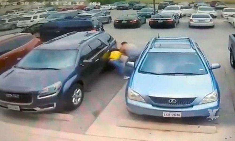 (VIDEO) Hombre golpea a madre e hija por ganarle el estacionamiento