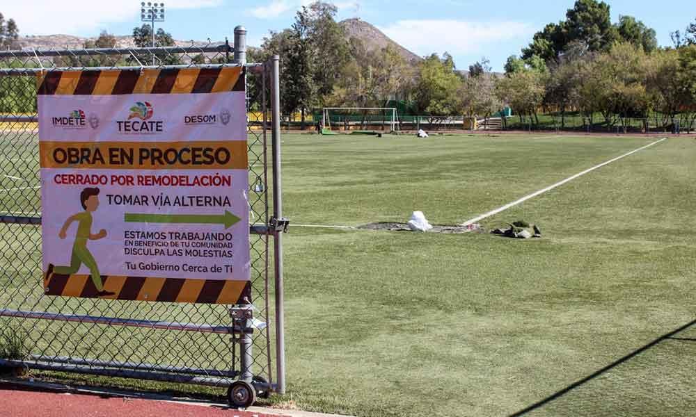 Comienzan trabajos de rehabilitación del campo de fútbol en la Unidad Deportiva Eufrasio Santana de Tecate