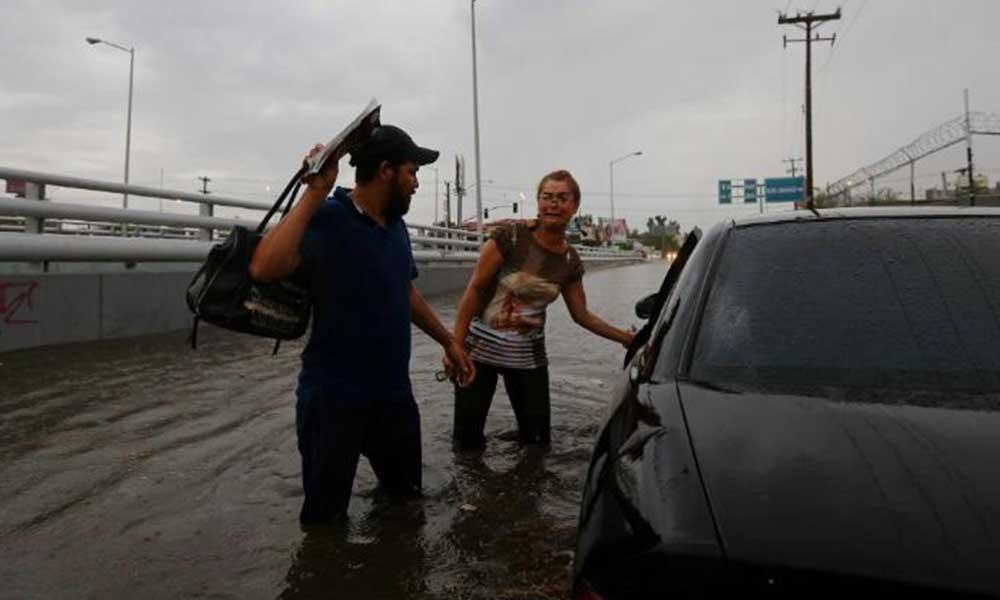 """Derrumbes, inundaciones y cortes de energía eléctrica a causado """"Rosa"""" en Mexicali"""