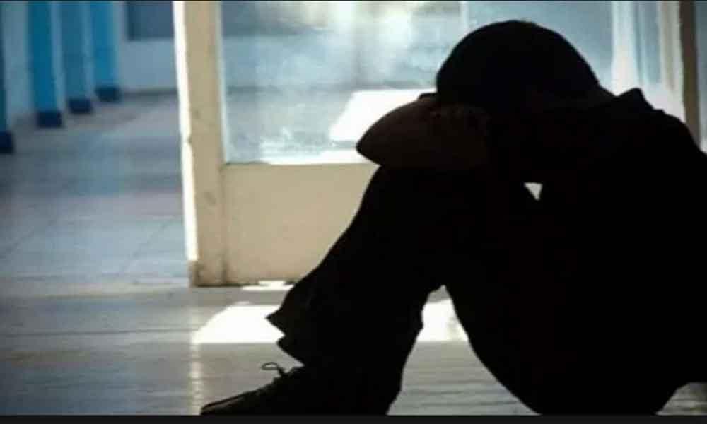 Menor es violado por compañeros en baños de la escuela