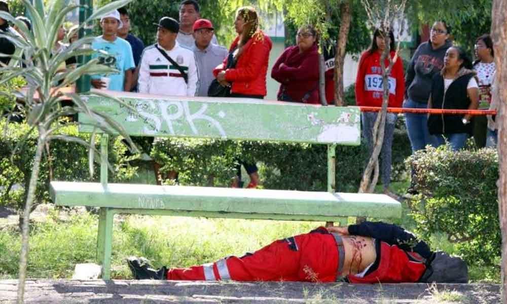 En el parque y a la luz del día, apuñalan y degollan a trabajador del aeropuerto de la CDMX