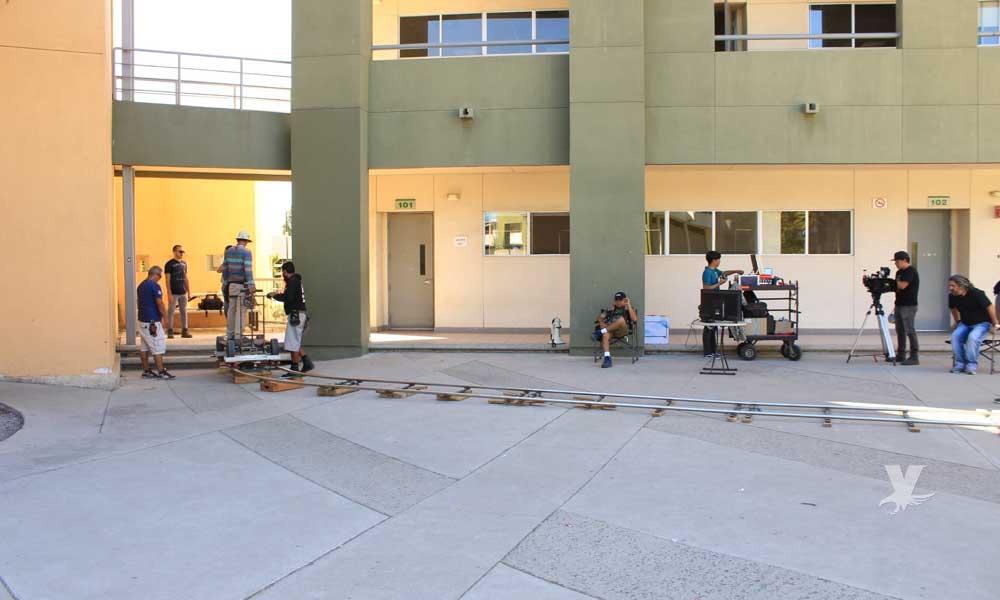Graban escenas de serie para Netflix en UABC Tijuana