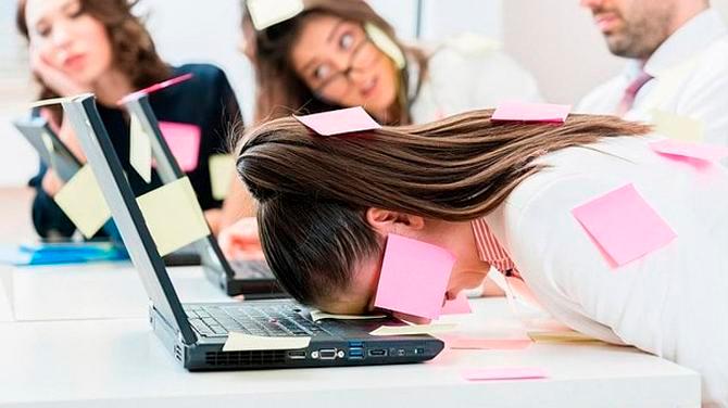 Estrés laboral es tan dañino como el humo del cigarro: Estudio