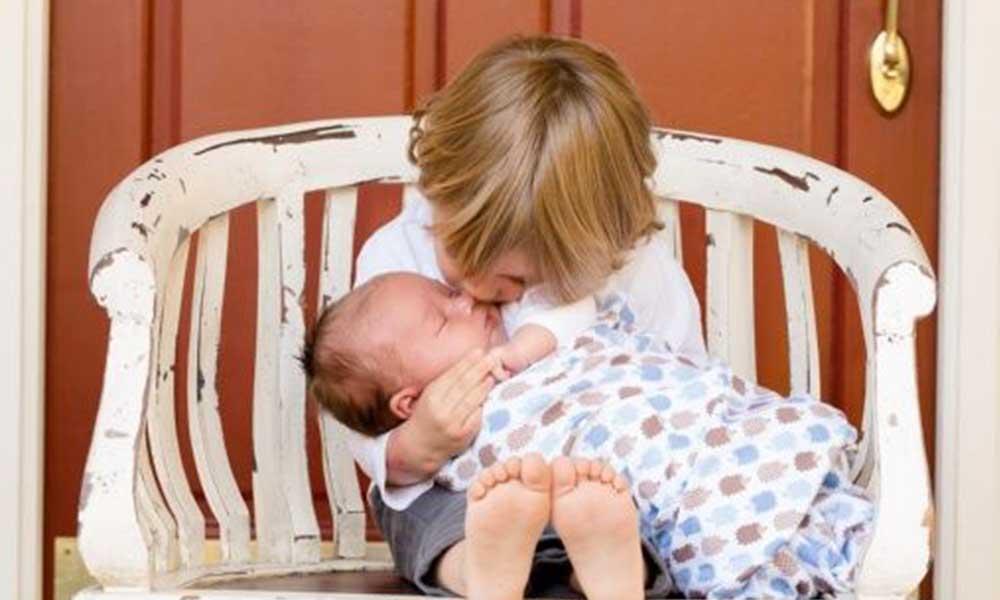 El orden de nacimiento está relacionado en tener problemas con la ley; estudios lo confirman