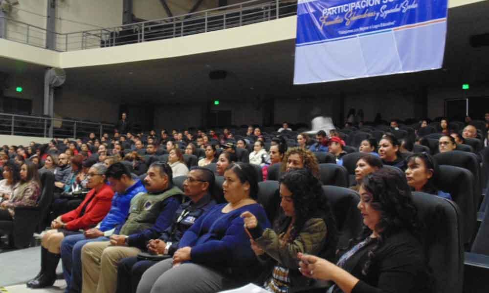 """Participan padres de familia en el foro """"Familias educadoras y seguridad familiar"""" en Tecate"""