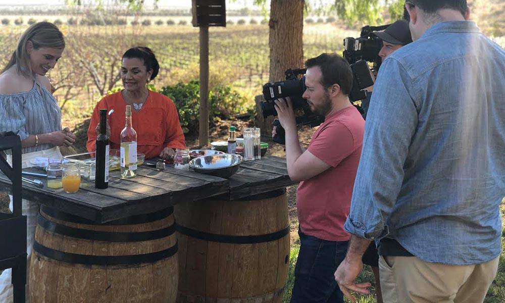 """Presentan riqueza culinaria y vinícola de Baja California en serie """"Pati's Mexican Table"""""""