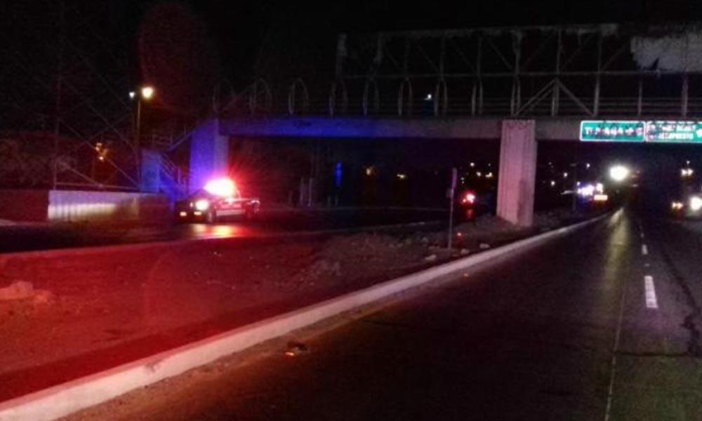 Hallan un cuerpo colgado en puente del bulevar 2000 de Tijuana