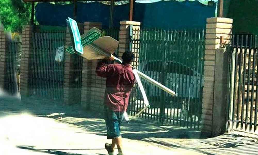 Hombre es detenido por robo de poste municipal con nomenclatura en Mexicali