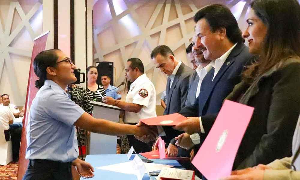 Se gradúan 44 bomberos y 15 salvavidas voluntarios en Tijuana