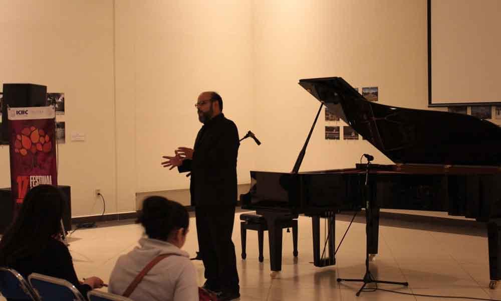 """Tecatenses disfrutan del concierto de música incidental """"Nosferatu"""" interpretado por Iván Velázquez"""