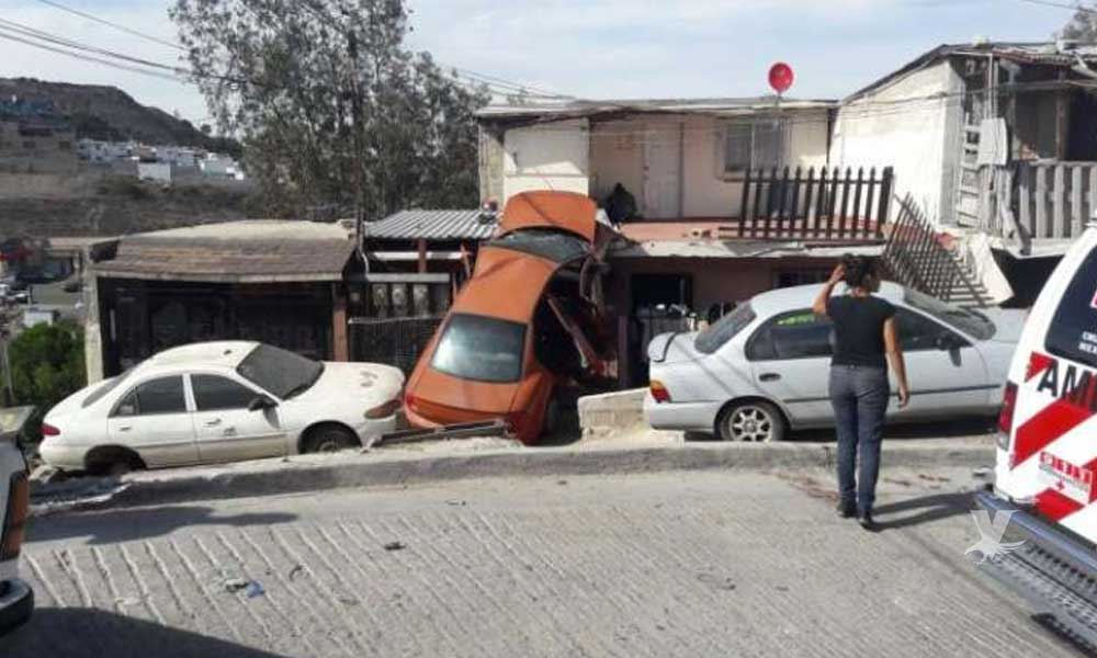 Mujer pierde el control de su auto y cae sobre una casa en Tijuana, mata a niño de 5 años