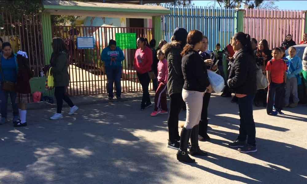 """Padres piden suspensión de clases mientras dure el """"megacorte"""" de agua en Tijuana"""