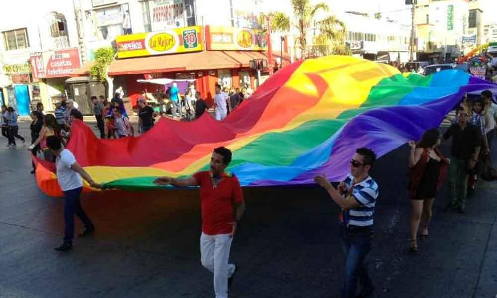 Comunidad LGBTI llega desde Rusia a Tijuana en busca de asilo político