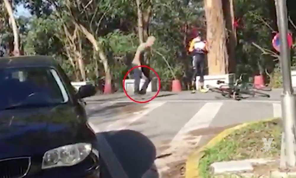 (VIDEO) Trailero armado con un martillo ataca a dos ciclistas