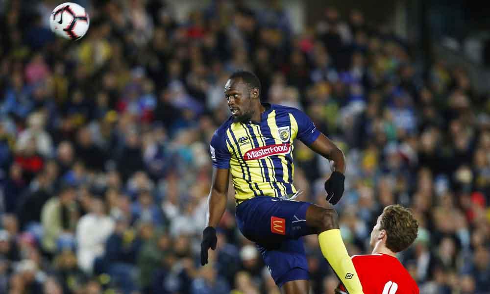 (VIDEO) Usain Bolt anota dos goles en su debut en el futbol