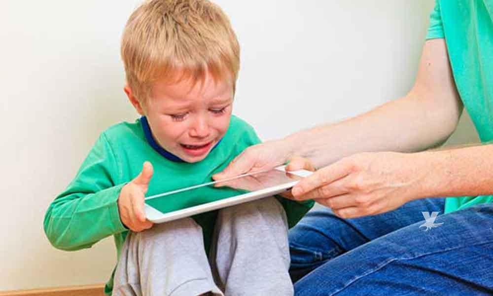 ¿Calmas los berrinches de tu hijo dándole una tablet? Todo este daño produce