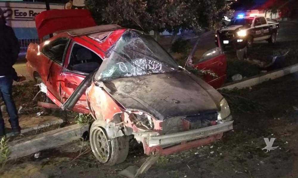 Fuerte accidente en bulevar Universidad frente a Calimax Los Olivos en Tecate