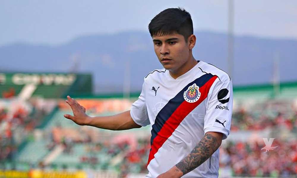 """Chivas utilizaría a """"La Chofis"""" para obtener un defensa central de Querétaro o Cruz Azul"""