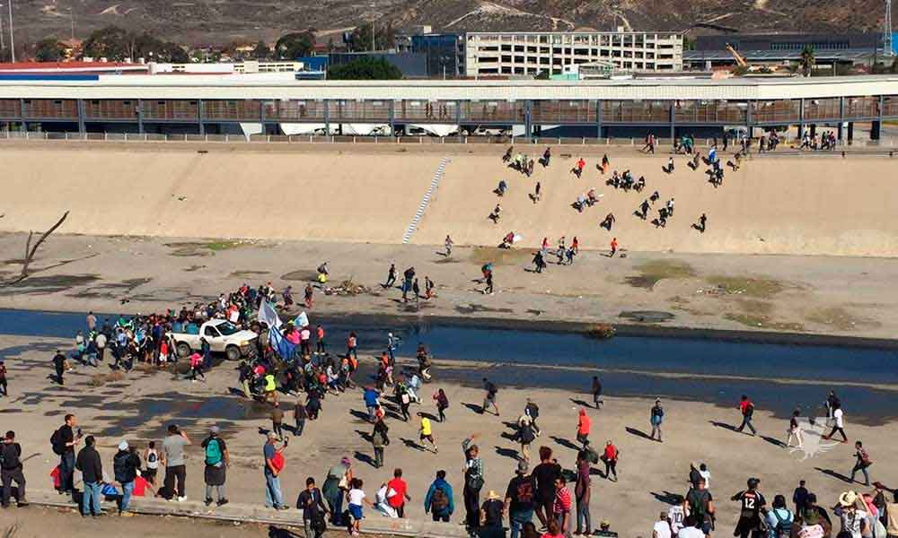 """Donald Trump exige a México detener la """"Caravana Migrante"""" de no hacerlo cerrará sus fronteras de forma indefinida"""