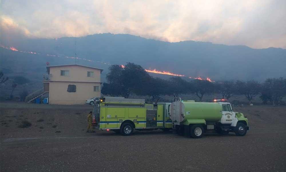 Múltiples incendios en Rosarito por vientos Santa Ana