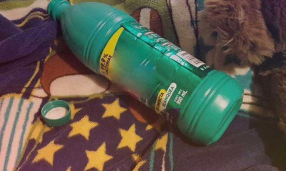 Muere pequeño de 2 años por tomar cloro, mientras su madre estaba limpiando