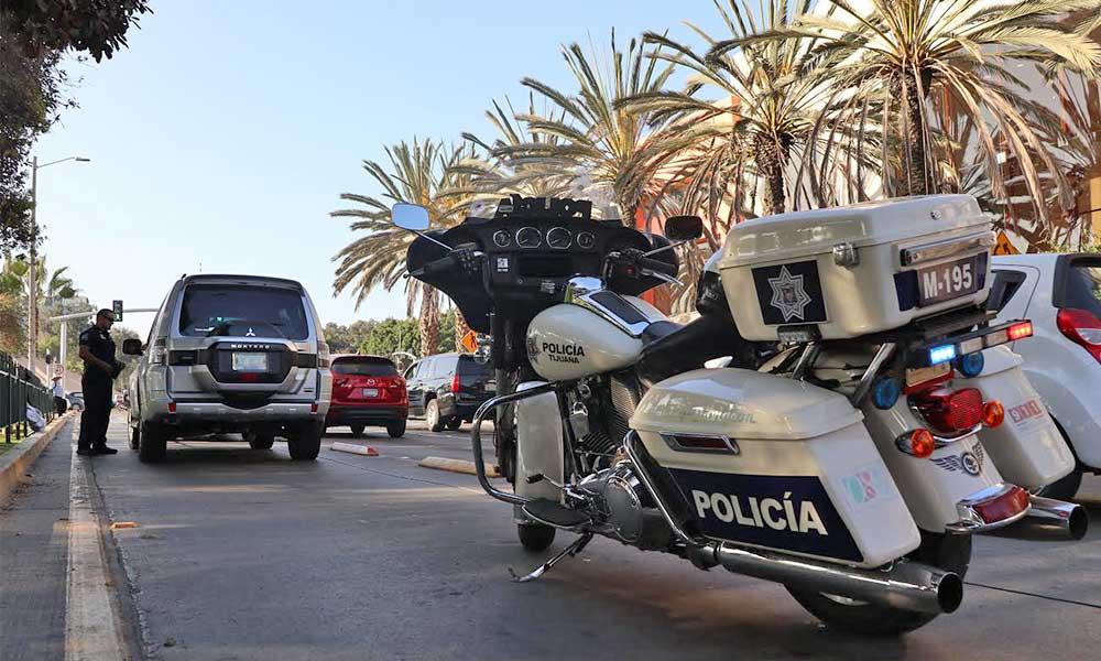 Multa de 5 mil pesos y remolque por invadir carril del SITT en Tijuana, suman 66 infracciones
