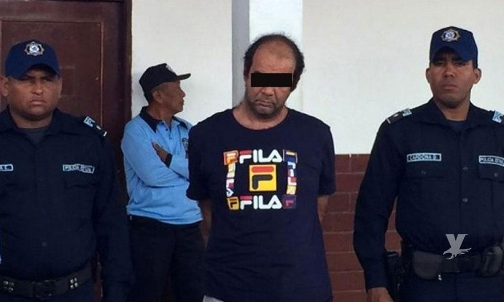 (VIDEO) Sacerdote es detenido mientras abusaba sexualmente de una niña de 12 años