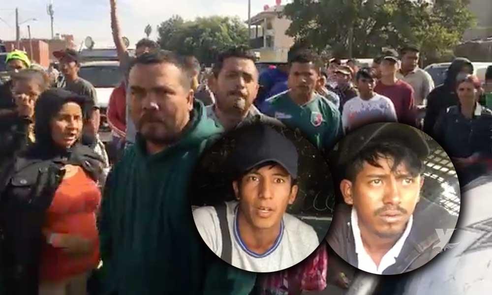 Detienen a 4 migrantes por fumar marihuana en público y tratan de bajarlos de la patrulla en Tijuana