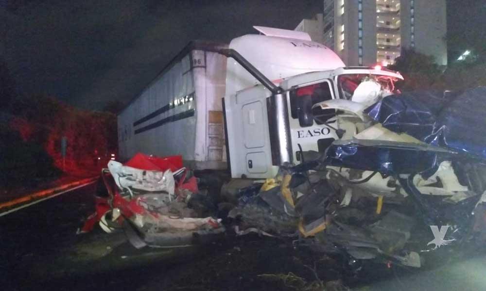 (VIDEO) Tráiler sin frenos impacta 12 vehículos en carretera México-Toluca, reportan 12 muertos