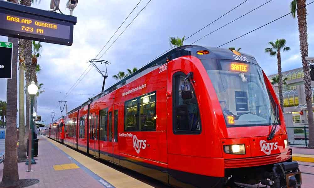 Muere mujer al ser atropellada por el Trolley en San Diego