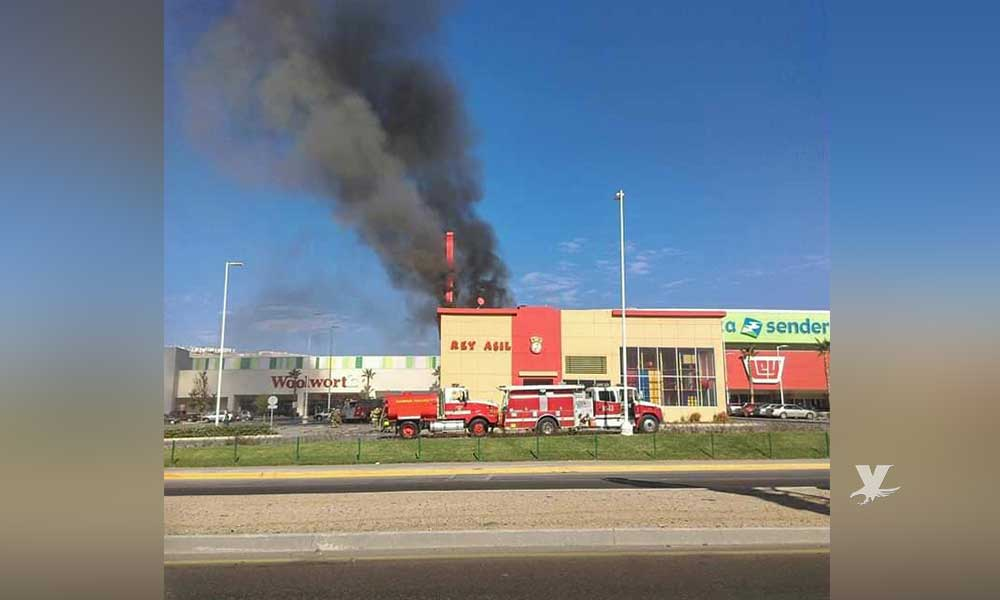 Se incendia restaurante en Plaza Sendero