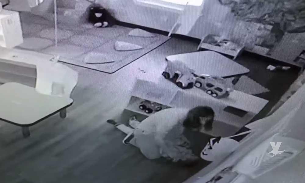 (VIDEO) Empleada de guardería golpea a niño de 4 años