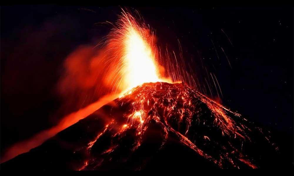 Alerta máxima por erupción de volcán de Fuego de Guatemala, más de 4 mil han evacuado