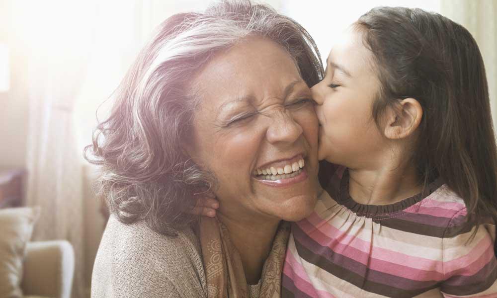 Diputada propone sueldo mensual de 2300 pesos a las abuelas que cuiden a sus nietos