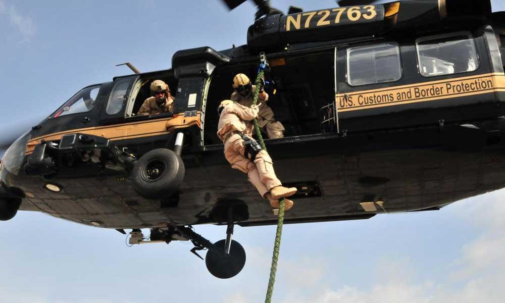 Agentes de la Patrulla Fronteriza en San Diego rescatan a hondureña que cayó en un cañón al ingresar a Estados Unidos
